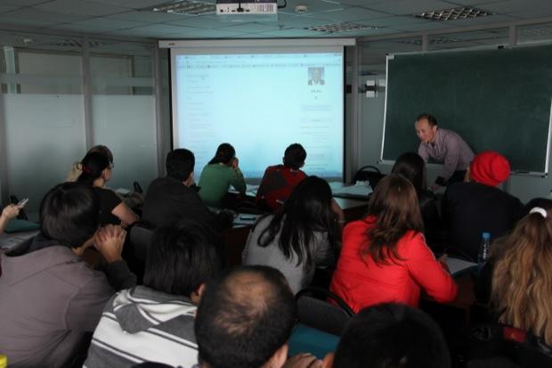 ZhasCamp'12 - перед участниками выступает легенда казахского блоггинга Адиль Нурмаков
