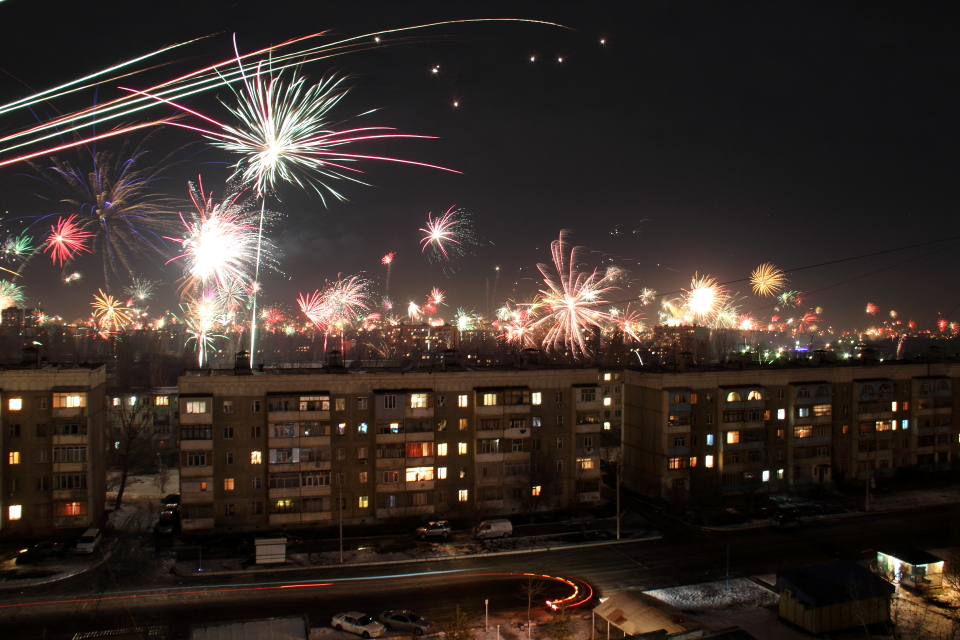 Новогодние фейерверки над Бишкеком.  Автор фото: Бектур Искендер.